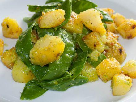 bratkartoffeln-mit-zuckerschoten-und-pesto