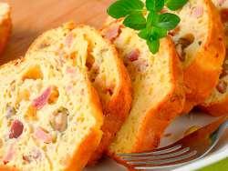 Cake mit Schinken und Oliven