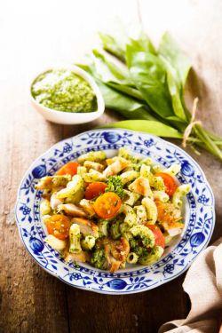 Einfaches-Nudelgericht-mit-Pesto