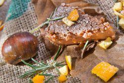 Kastanienkuchen mit Orangen und Rosmarin