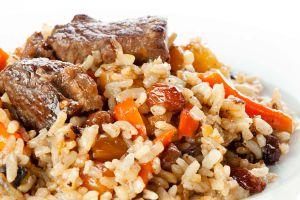 Leckeres Plow mit Reis und Karotten