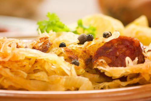 Sauerkraut-Eintopf-mit-Kartoffeln-und-Chorizo