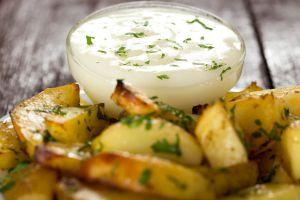 Kartoffelspalten-mit-Yogurtsauce