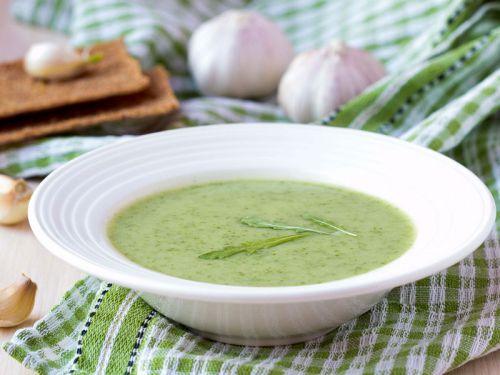 loewenzahnsuppe-mit-rucola