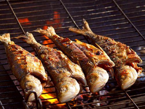 Fische auf dem Grill