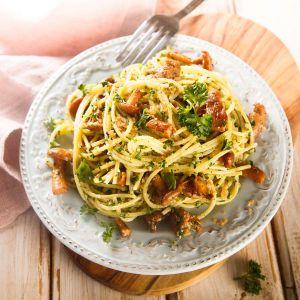 Pasta-mit-Pfifferlingen-und-Speck