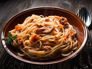 Spaghetti mit Tunfisch-Tomatensauce