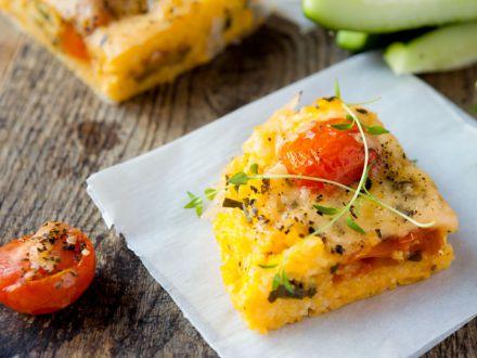 polenta-pizza-mit-mediterranem-gemuese-und-provolone