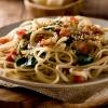 Linguine mit Pancetta Blattspinat und geschmolzenen Tomaten