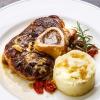 Osso-buco-dazu-Kraeuter-Kartoffelpueree-mit-Parmesan