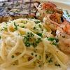 gegrillter-schwertfisch-mit-scampispiessen-und-spaghetti