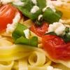 tagliatelle-mit-tomaten-und-mozzarella