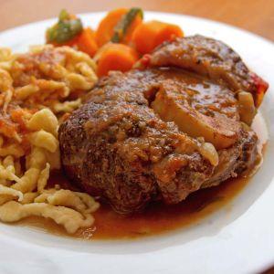 Beinscheibe vom Lamm mit Spätzle und geschmortem Gemüse
