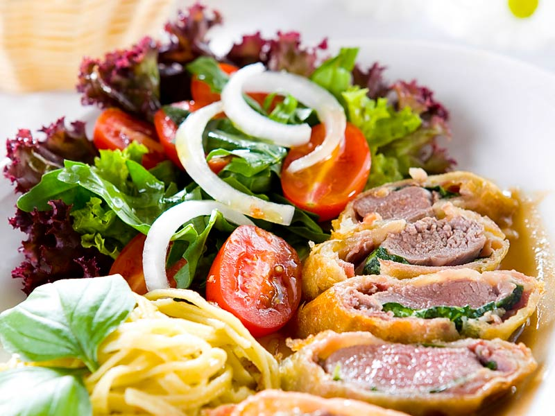 Salat zu filet im teig