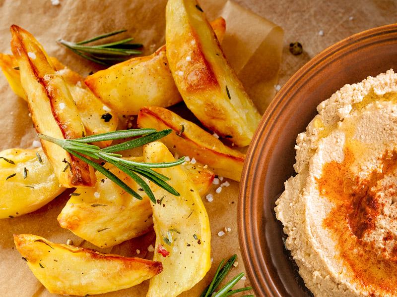 Hummus mit Kartoffelecken vegan | Der Kochguide